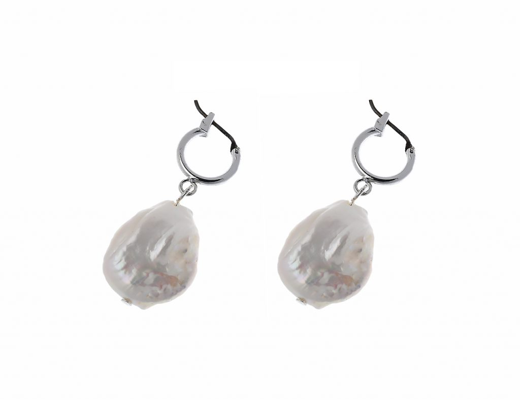 Shiny Silver Drop Earring With Fresh Water Pearl