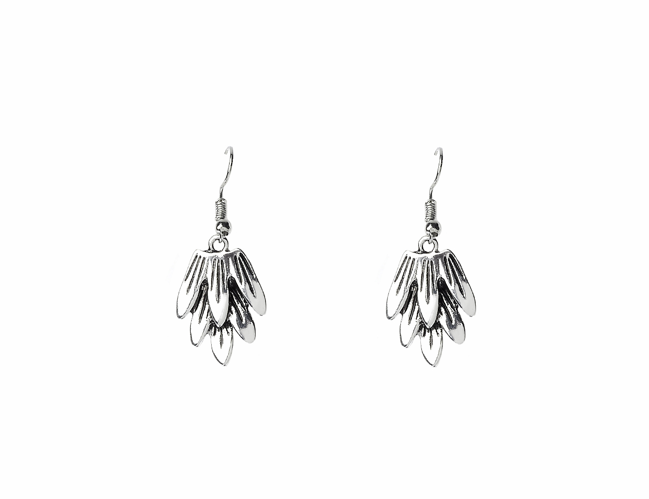 Antic silver doungle leaf earring